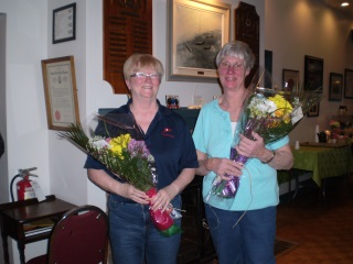 2016-04-29 Marge and Joan with flowers (photo by Rod Hodgson)